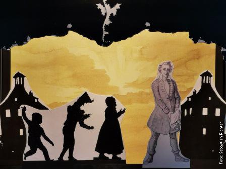 """Kulissenbild zu Ulrike Richters Papiertheaterinszenierung """"Peter Schlemihls wundersame Geschichte"""" von Adelbert Chamisso"""